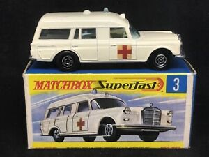 Matchbox MB3-A1: Mercedes Benz BINZ Ambulance & Type G Box Upside down base