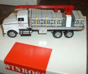 New Holland Concrete Block Load w/boom '00 Winross Truck