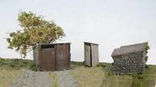 Wills - SS19 - OO Gauge Grotty huts & Privy Plastic Kit