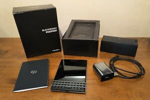 BlackBerry Passport - 32GB - (Unlocked) Smartphone