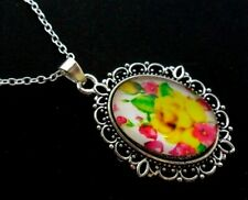 """A PRETTY GLASS FLOWER CAMEO OVAL  PENDANT NECKLACE. 18"""" LONG. NEW."""