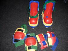 Patins à roulettes réglables rouges Chicco avec coudières et genouillières
