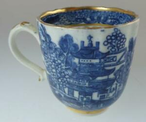 B/W WORCESTER?/CAUGHLEY/NEW HALL?? WILLOW PAT.COFFEE CUP c1795 GILT TRIM
