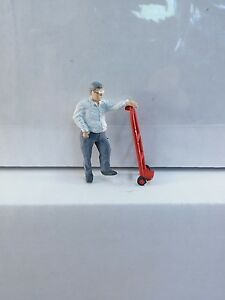 Arttista #1323 - Man with Hand Truck-Dolly - O SCALE Figures - Model Trains NEW