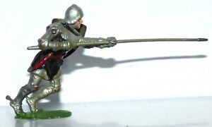 BK10 Britains foot Knight of Agincourt - with lance