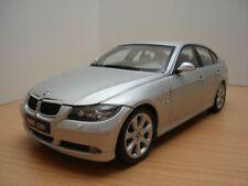 BMW 330i berline E90 gris 1/18 330d 320d
