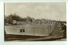 tp0904 - Norfolk - Playing Tennis on the Courts, at Great Yarmouth - Postcard