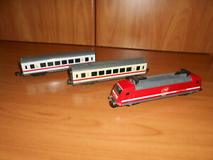 LOT OF 3 TOY TRAIN CARS/VAGONS WITH ENGINE-IN GOOD CONDITION-SOLD AS SEEN-LOT 21