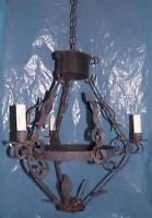 Antico lampadario ferro battuto stile Medioevo 3lux taverna portico agriturismo