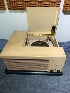 50s Vintage Voice of Music 560 Tube Record Player, complete, works, hum