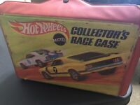 VINTAGE 1969 HOT WHEELS COLLECTORS RACE CASE  HOT WHEELS CARRYING CASE 4976 Red
