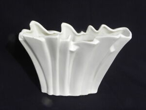"Lg. Vintage 1959 McCoy Pottery White Blades of Grass or Fan Vase #7 13 ¾"" x 10"""