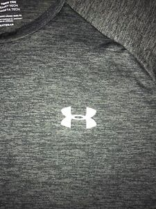 Under Armour Men's Lite-weight Top (Size L) Excellent Condition