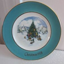 """8 3/4"""" Avon Christmas Plate Trimming the Tree, Sixth Edition, 1978"""