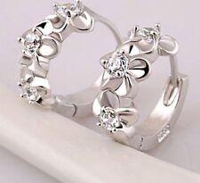 Ohrringe kleine Creolen Silber 3 Kristallblüten Mode Trend Damen Schmuck