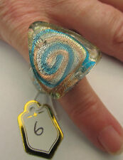 Un anillo de cristal de Murano triangular. UK.. J/K. nosotros.. 5. (25mm X 22mm) (6)