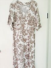 Gorgeous Saint Tropez Dress in a Size Medium (suit a size 12)