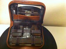 Trousse  de toilette de voyage en cuir vintage
