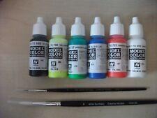 Nail Art Paint Set 4 x 17ml Fluorescents Black & Gloss Varnish & 2 fine brushes