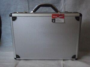 RoadPro briefcase silver aluminum SPC-931R 17.5 in.