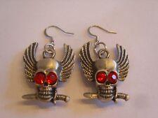 Ohrringe mit silberfarbenem Totenkopf aus Edelstahl mit roten Strass Augen 4326