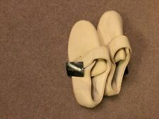 Clifford James Cream Slippers : Adult Size 10 : Front Opening