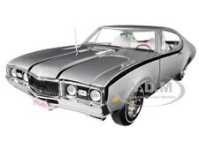 "1968 OLDSMOBILE CUTLASS HURST/OLDS SILVER ""CLASS OF 68"" 1/18 AUTOWORLD AMM1143"