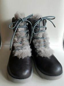 Ugg Viki Gray Leather Sheepskin Lined Lace up Vibram Arctic Grip Boots Size 10