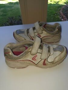 CLARKS GIRLS SHOES SIZE 1G WHITE & PINK LEATHER SNEAKERS TRAINERS FOOTWEAR