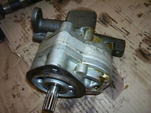 VINTAGE OLIVER  1650  GAS TRACTOR - MAIN HYDRAULIC PUMP  ASSEMBLY