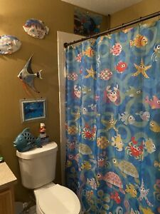 Fish  bathroom decor in Really Good Condition