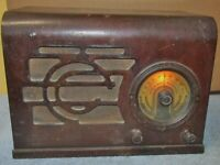 Vintage STEWART WARNER 1441 Wood Case Tube Radio J0341