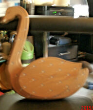 Recipe or note holder in the form of a wooden goose with a metal holder on the b