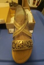 Bearpaw Jane Pewter Sandals For Youth. Size 5. For girls.