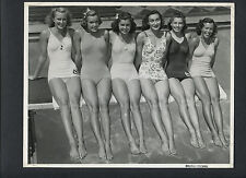 EARLY ESTHER WILLIAMS MODELS BATHING SUITS WITH 5 OTHER GIRLS -1940s CHEESECAKE