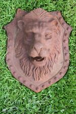 Blason,tête de lion en fonte,jet d'eau