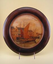 Ancienne assiette bois peinte signé Pays Breton Bretagne Port de pêche Penmarch