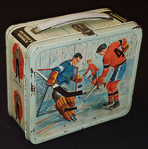 1950's - HOCKEY SCENES - METAL LUNCH BOX - GENERAL STEEL WARES CO - VERY RARE
