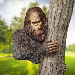 Bigfoot Garden Decoration Tree Sculpture 3D Tree Hugger Statue Garden Decoration