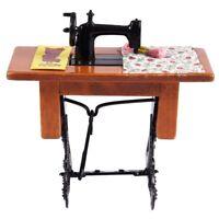 Maquina de coser miniatura de la vendimia con el pano para la escala 1/12 d C8T8