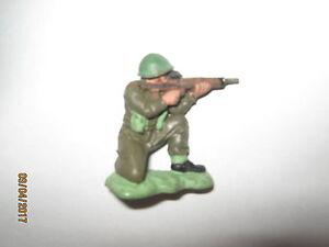 Britains herald khaki infantry 1 sitting shooter plain Green helmet V/G cond