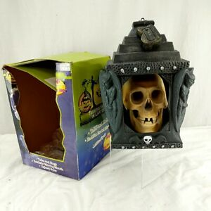 1997 GEMMY TALKING SKULL LANTERN Lighted Eyes SINGS Motion Act. MOUTH MOVES