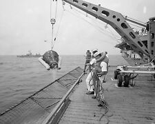 GEMINI 8 SPACECRAFT HOISTED ABOARD USS LEONARD F. MASON - 8X10 PHOTO (AA-416)