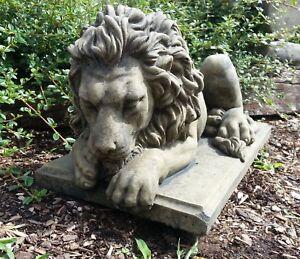 Löwe liegend gerade aus blickend Tier Skulptur Figur Sandstein Look Q 07 GRAU