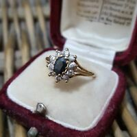 9 CT GOLD RING, CLUSTER RING, SAPPHIRE & CZ, SIZE O, HALLMARKED, 9K 375 GOLD