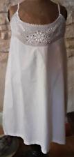 Vêtement ancien - Chemise de femme ancienne courte - brodée -