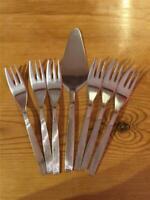 6 X Vintage Viners EPNS Silver Plated Dessert Forks and Cake Server