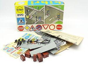Kibri Kit à monter 1/87 HO - Accessoires Trottoirs et Signalisation Routière
