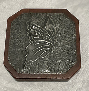 VINTAGE PEWTER RELIEF PLAQUE ON HARD WOOD BACK BUTTERFLY INSECT RETRO DECORATION