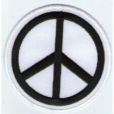 ECUSSON PATCHE THERMOCOLLANT PEACE  AND LOVE ROND BLANC ET NOIR DIAMETRE 6,8 CM